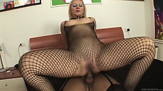 Brunette tranny is pounding the blonde cunt with her lady's cock