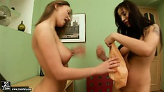 Teen's love to experiment and try out some pussy on the tongue