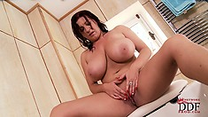 Stacked milf with a hot ass Kora plays with her nipples and snatch in the bathtub