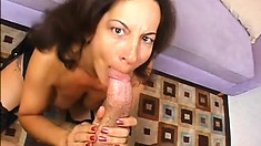 Cougar with a thick bottom gets a younger guy to bang her hard