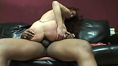 Horny MILF Bailey O'Dare knows exactly how to pleasure a man
