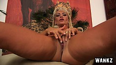Mature MILF Sadie loves to rub her soft pink clit for the camera