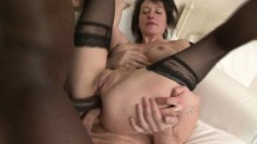 Kinky hoochie mama in stockings gets her inked up body DPed raw