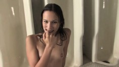 Horny brunette Amber Rayne drinks piss and jizz in a hot blowjob threesome