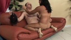 Dude with no legs does sixty-nine with a hot brunette and fucks
